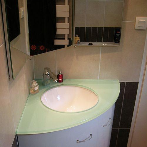 Meuble plan en verre avec vasque thermoform e atlantic bain for Meuble en coin salle de bain