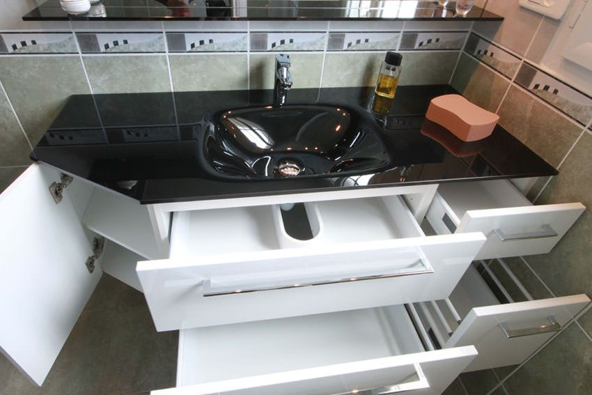 plan de toilette en verre et pan coup atlantic bain. Black Bedroom Furniture Sets. Home Design Ideas