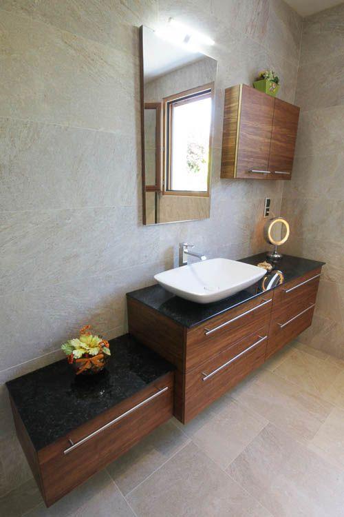Du verre et du bois pour une salle de bain design for Meubles bambou salle de bain