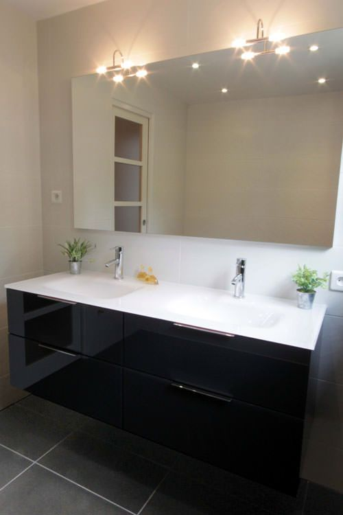 Meuble black and white en verre atlantic bain for Salle de bain kardashian