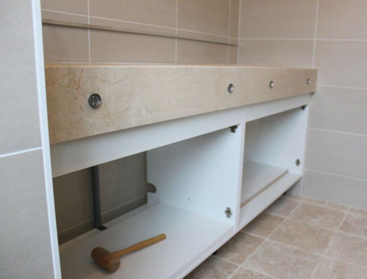 Meuble sur mesure avec plan en marbre atlantic bain for Plaque marbre sur mesure
