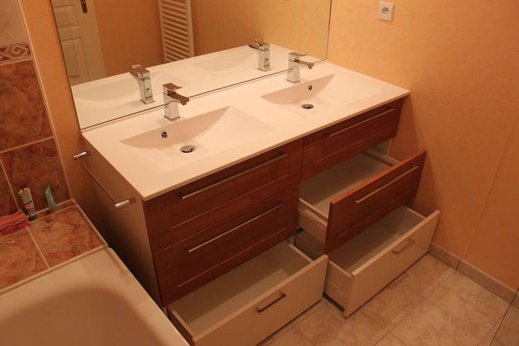 Relooker une salle de bains en changeant le meuble - Meuble salle de bain 4 tiroirs ...