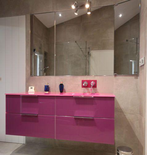 Quatre meubles design tout en verre atlantic bain for Salle de bain violet