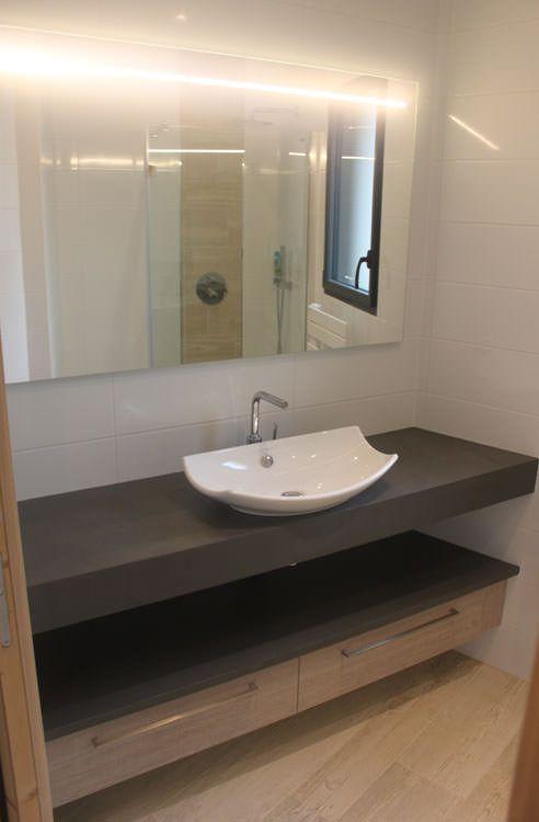 Meuble moderne de salle de bain entre deux murs - Beton cire sur mur salle de bain ...