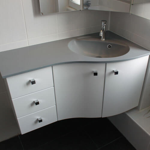 Meubles salle de bain plan en r sine vasque moul e for Meuble salle de bain avec vasque et miroir