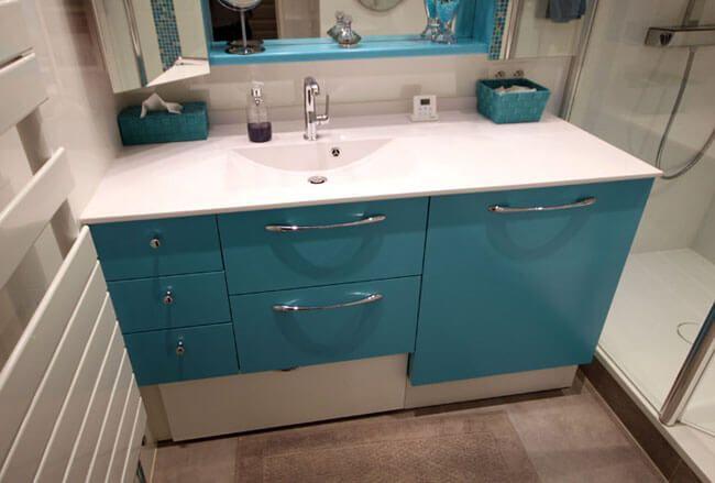 Masquer un lave linge dans un meuble de salle de bain - Meuble de cuisine dans la salle de bain ...