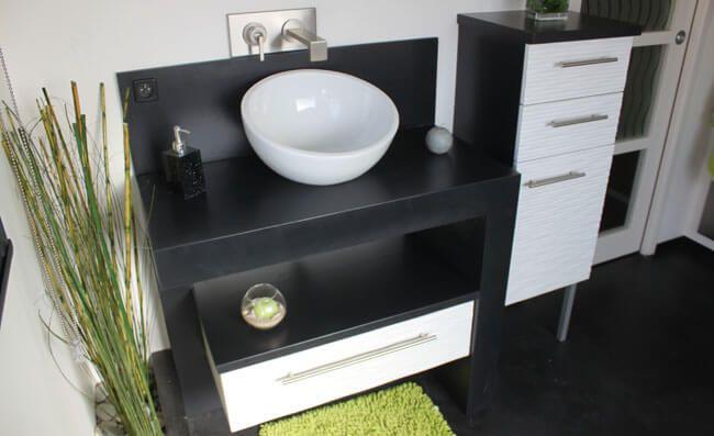 R novation d 39 une salle de bains avec un meuble en b ton for Meuble salle de bain beton cire
