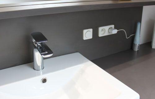 Meuble en b ton cir pour une salle de bain sous rampant for Vasque en beton cire
