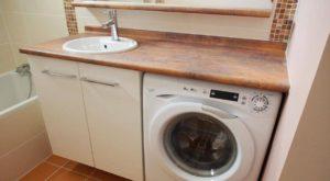 Agencement d 39 une salle de bain avec un lave linge for Lave linge dans salle de bain