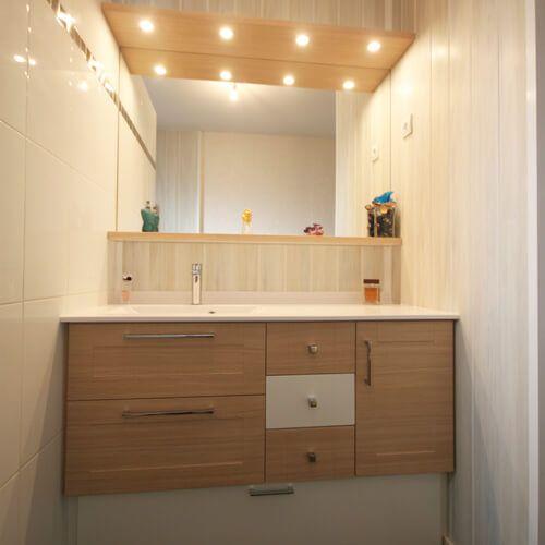 meuble-salle-de-bain-pratique-entre-murs