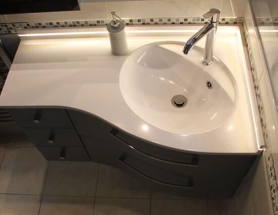 Miroir Salle De Bain Tablette Spot : meuble-en-forme-de-vague-pour-salle-de-bain
