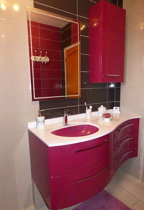 Un meuble galb brillant et design atlantic bain for Salle de bain fushia