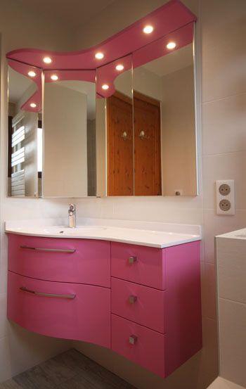Un meuble d 39 angle rose avec tiroirs galb s atlantic bain - Meuble d angle pour toilette ...