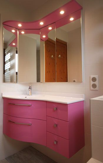 Un meuble d 39 angle rose avec tiroirs galb s atlantic bain - Meuble d angle salle de bain ikea ...