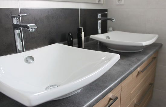 Un meuble double vasque pratique entre deux murs atlantic bain - Vasque jacob delafon ...
