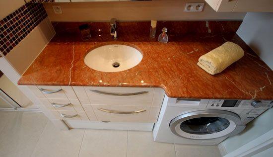 Un lave linge dans la salle de bain et deux meubles sur for Meuble sous vasque sur mesure