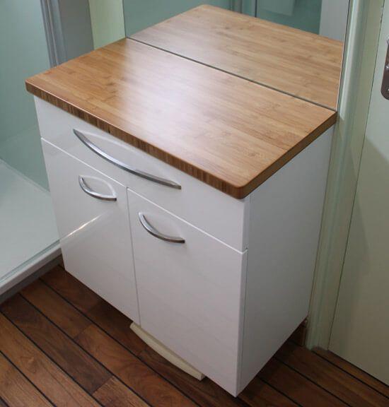 Un meuble de salle de bain fonctionnel avec du rangement atlantic bain - Coiffeuse avec rangement ...