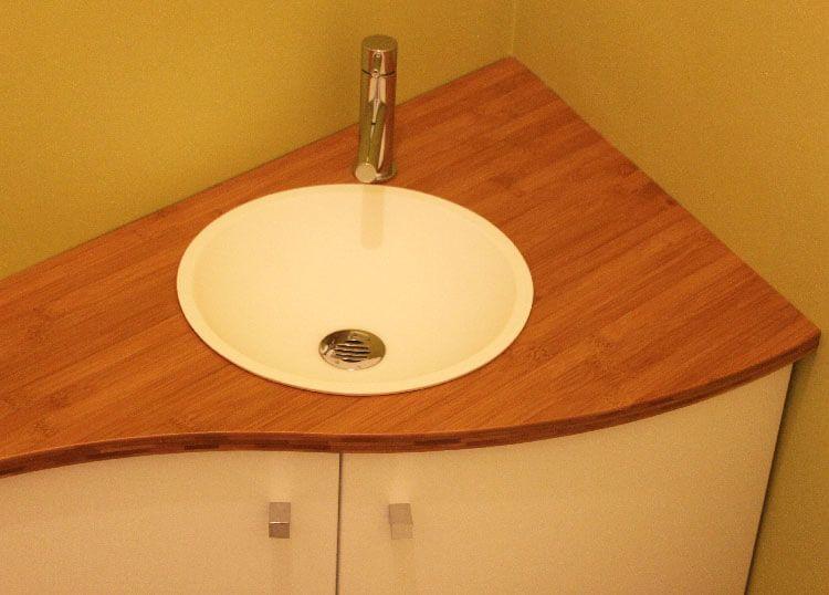 Comment agencer un wc avec des angles pas droits for Meuble lavabo sur mesure