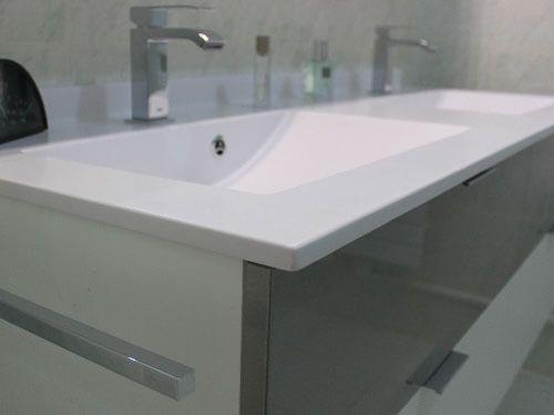 meuble-gris-et-blanc-pour-meuble-salle-de-bain