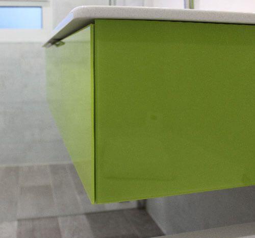 vert-citron-facades-en-verre-salle-de-bain