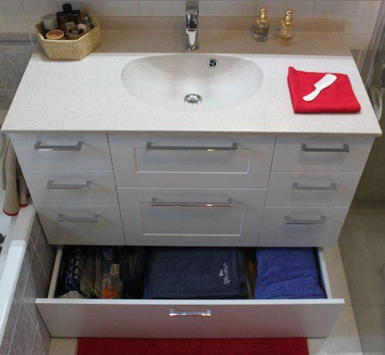 r novation d 39 une salle de bain avec un meuble tr s fonctionnel atlantic bain. Black Bedroom Furniture Sets. Home Design Ideas