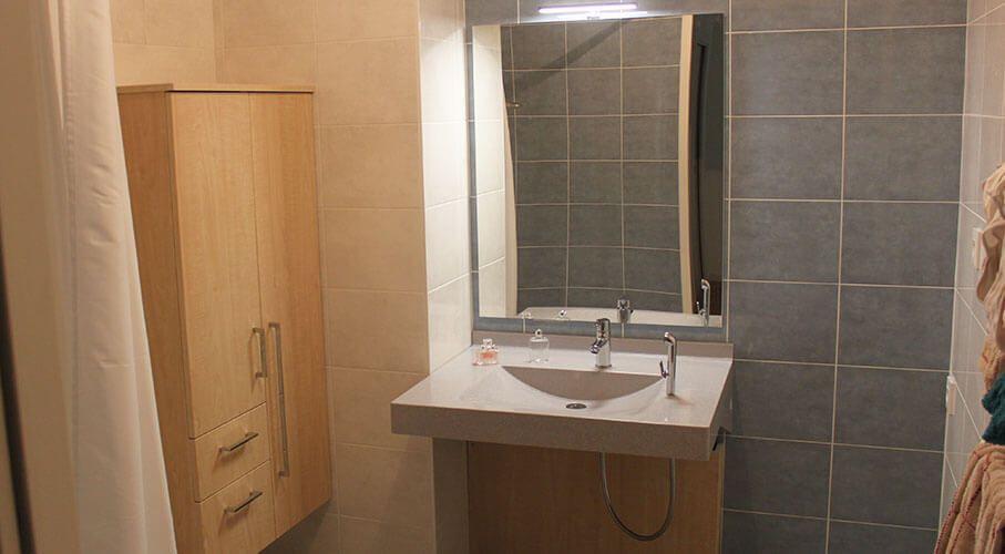 Meuble de salle de bain pour personne mobilit r duite pmr for Salle de bain pmr
