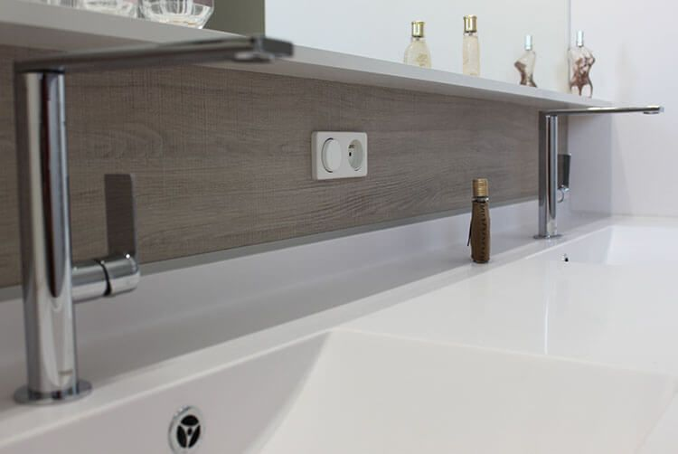 Un grand meuble double vasques fonctionnel et entre murs for Grand meuble salle de bain
