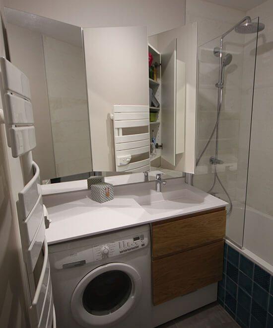 petite-salle-de-bains-avec-lave-linge+meuble