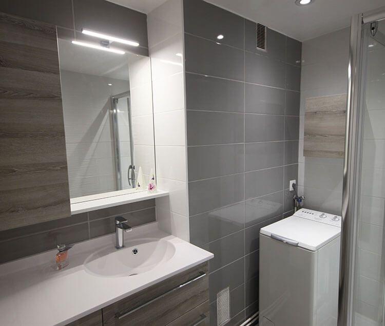 un meuble sur mesure et fonctionnel ch ne gris et blanc atlantic bain. Black Bedroom Furniture Sets. Home Design Ideas