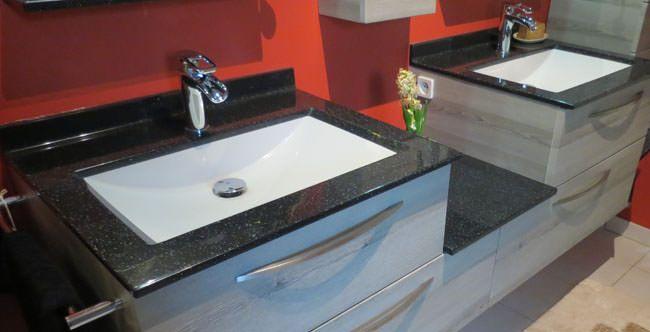 Une salle de bain l 39 allure d cal e atlantic bain for Neon salle de bain avec prise de courant