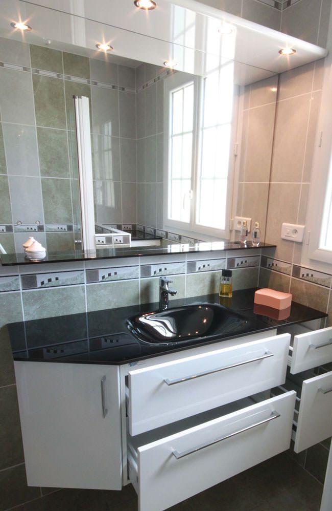 Plan de toilette en verre et pan coup atlantic bain - Meuble de salle de bain sur mesure ...