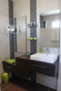meuble salle de bain marron laqué