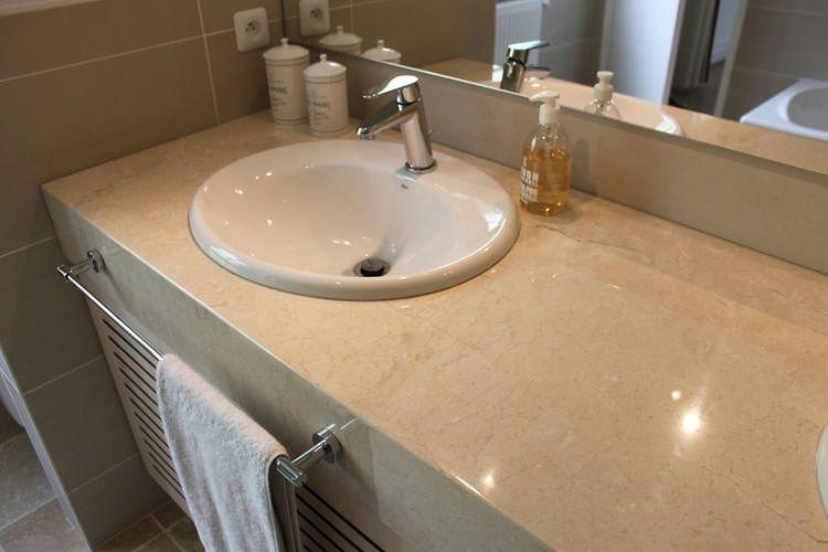 Meuble sur mesure avec plan en marbre atlantic bain for Plan pour salle de bain