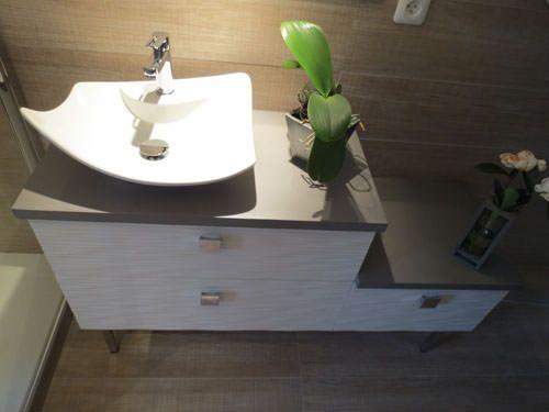 idée meuble de salle de bain béton ciré
