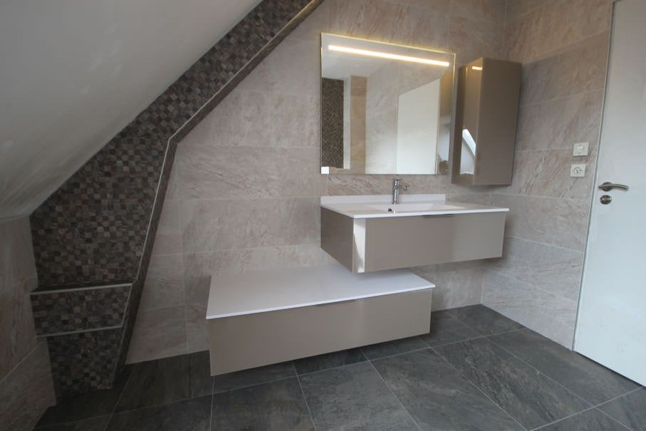 Salle De Bain Simple Et Moderne Vansity