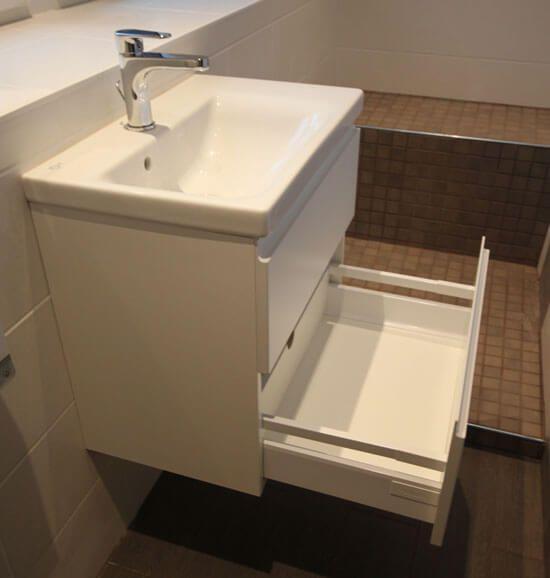 Un meuble id al pour une salle de bains troite for Meuble de coin salle de bain