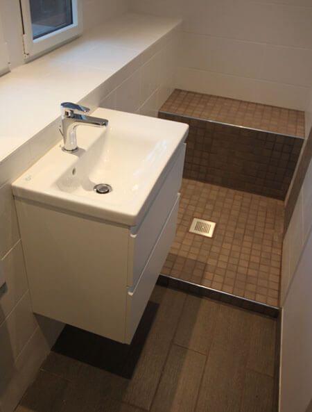 Un meuble id al pour une salle de bains troite for Salle de bain longue et etroite