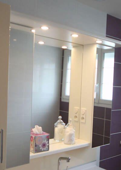 Place aux rangements et la fonctionnalit dans la salle - Armoire de toilette avec prise de courant ...