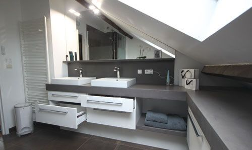 meuble en b ton cir pour une salle de bain sous rampant atlantic bain. Black Bedroom Furniture Sets. Home Design Ideas
