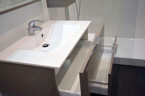 De la conception l 39 installation une commande sur for Meuble salle de bain marron