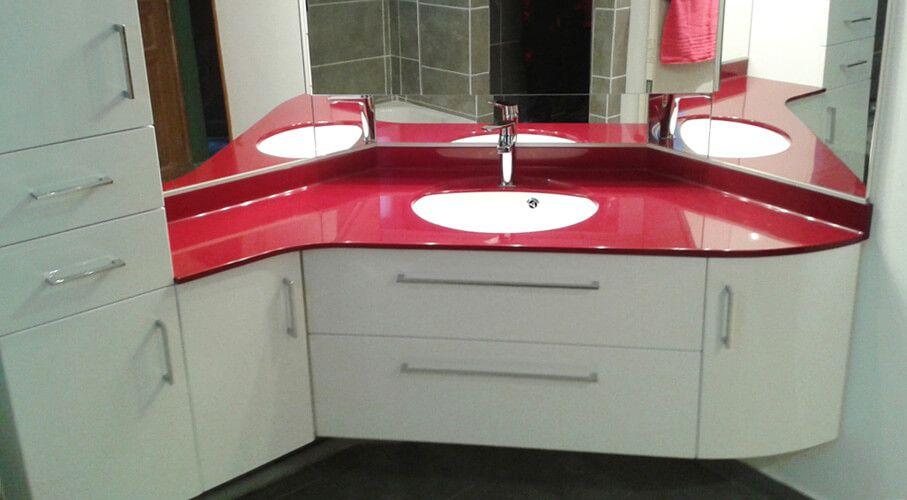 Agencement d 39 un angle de salle de bains atlantic bain for Meuble salle de bain en angle