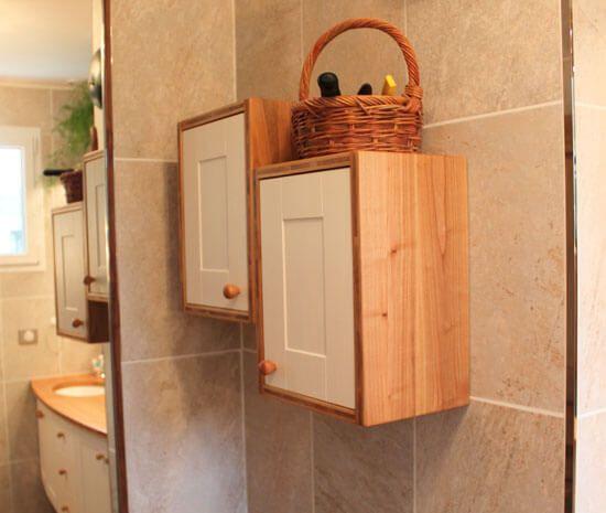 Un meuble un banc et des casiers de rangement for Rangement salle de bain bois