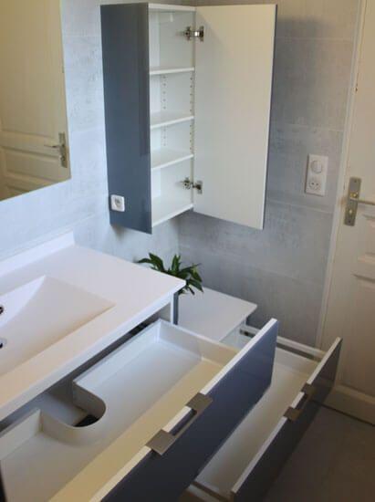un meuble en verre d cal avec un plan vasque moul atlantic bain. Black Bedroom Furniture Sets. Home Design Ideas
