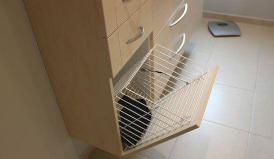 Un lave linge dans la salle de bain et deux meubles sur for Colonne de salle de bain sur mesure