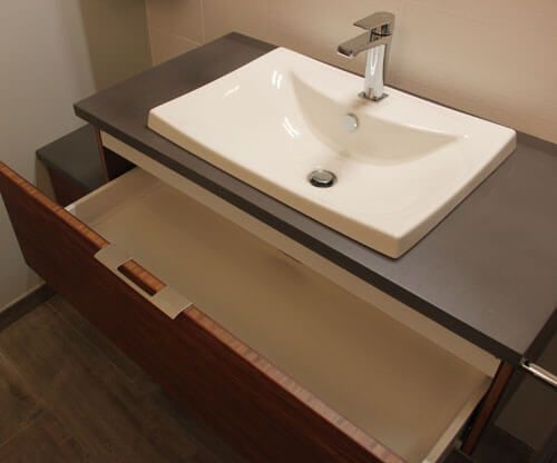 B ton cir et bois massif pour ce meuble d cal for Meuble salle de bain decale