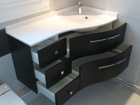 Un meuble en angle avec tiroirs galb noir graphite for Meuble salle de bain blanc et noir