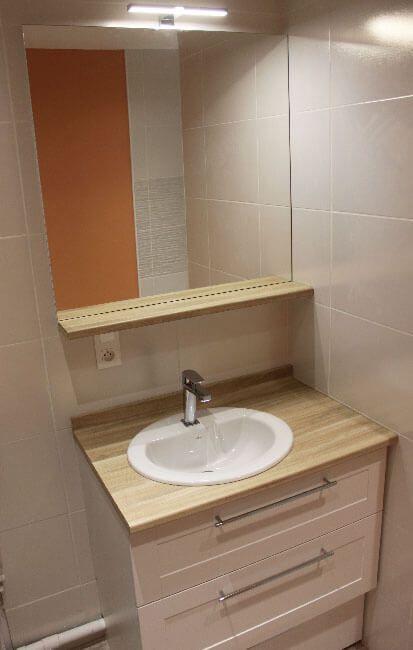 Salle de bain avec un petit meuble de 85 cm fonctionnel for Petit meuble haut salle de bain