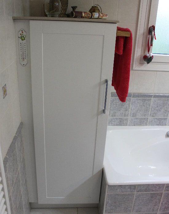 R novation d 39 une salle de bain avec un meuble tr s for Colonne de salle de bain sur mesure
