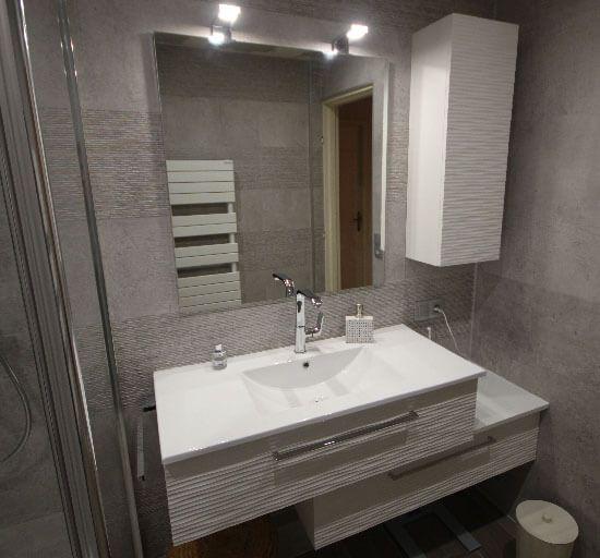 Meuble Salle De Bain Décalé : Une salle de bains m² avec un meuble en décalé et