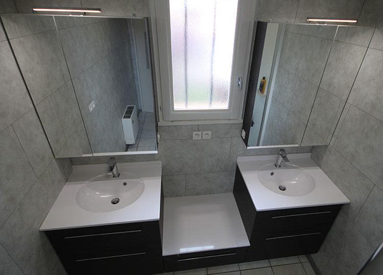 Comment installer un meuble sous la fenêtre de salle de bains